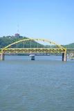 Veerboot op de Rivier van Ohio in Pittsburgh, PA Stock Fotografie