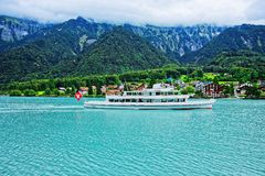 Veerboot op Meer Brienz en de berg Bern Switzerland van Brienzer Rothorn Stock Fotografie