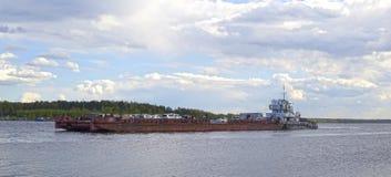 Veerboot op Volga Royalty-vrije Stock Afbeeldingen