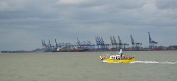 Veerboot over het estuarium van de rivier Orwell royalty-vrije stock afbeeldingen