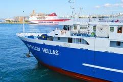 Veerboot in Piraeus haven, Athene, Griekenland op 19 Juni, 2017 Stock Foto's