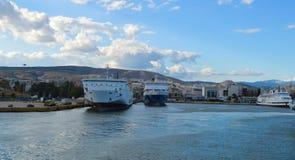 Veerboot in Piraeus haven, Athene, Griekenland op 19 Juni, 2017 Royalty-vrije Stock Foto's