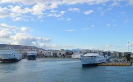 Veerboot in Piraeus haven, Athene, Griekenland op 19 Juni, 2017 Stock Foto