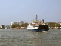 Veerbootstad stock foto's