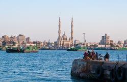 Veerboten die het kanaal van Suez in Port Said, Egypte crosing Royalty-vrije Stock Foto