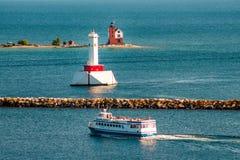 Veerboten die van Mackinac-Eiland begin de dag in Michigan vertrekken stock foto's