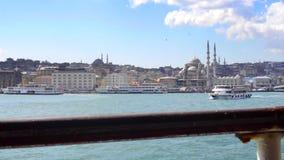 Veerboten over Bosphorus in Istanboel stock footage