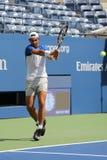 Veertien keer Grote Slagkampioen Rafael Nadal van de praktijken van Spanje voor US Open 2015 Royalty-vrije Stock Afbeelding