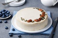 Vegan, ακατέργαστο κέικ καρότων τρόφιμα υγιή γκρίζα πέτρα ανασκόπησης Στοκ εικόνες με δικαίωμα ελεύθερης χρήσης
