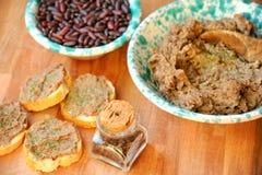 Vegan, υγιή τρόφιμα: κόκκινο πατέ φασολιών για ένα υγιές μεσημεριανό γεύμα στοκ εικόνες με δικαίωμα ελεύθερης χρήσης