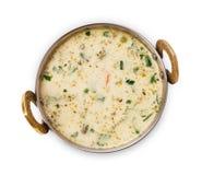 Vegan и вегетарианское индийское блюдо кухни, холодный суп raita югурта Стоковые Изображения