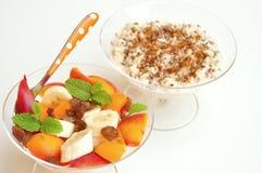 Vegan breakfast with oatmeal porridge and fruit Stock Photography