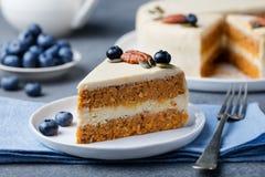 Vegan, gâteau à la carotte cru Nourriture saine L'espace en pierre gris de copie de vue supérieure de fond Foyer sélectif images stock