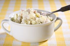 Vegan-Kartoffel-Salat Lizenzfreies Stockbild