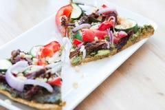 Vegan-Pizza lizenzfreie stockbilder
