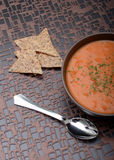Vegan tomato soup and chips Royalty Free Stock Photography