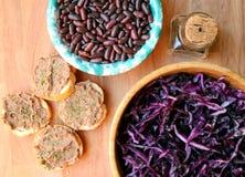 Veganist, gezond voedsel: rode bonenpastei voor een gezonde lunch Royalty-vrije Stock Afbeeldingen