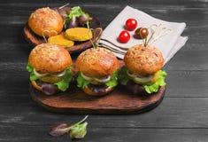 Veganistburgers met groenten royalty-vrije stock foto