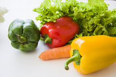 Veganistvoedsel op wit Stock Afbeeldingen