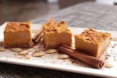 Vegano, torta di zucca cruda /mousse Immagine Stock