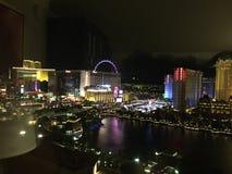 Vegas på natten som ses från Bellagioen Arkivbilder