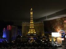 Vegas på natten som ses från Bellagioen Royaltyfria Foton