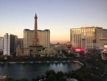 Vegas på skymning som ses från Bellagioen Royaltyfria Bilder