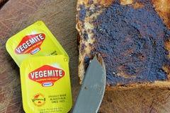 Vegemite sur le pain grillé photo stock