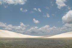 Vegende duinen en lagunes in Lencois Maranhenses Brazilië Royalty-vrije Stock Foto's
