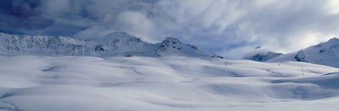 Vegende sneeuwduinen Royalty-vrije Stock Afbeeldingen