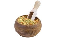 Vegeta kryddor i träbunke Royaltyfri Foto