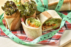 Vegetable крен на деревянной предпосылке, еде диеты потери веса Стоковая Фотография RF