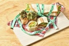 Vegetable крен на деревянной предпосылке, еде диеты потери веса Стоковое фото RF