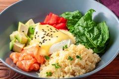 Vegetable обед шара Будды с семгами, сыром фета, кускус Стоковое Изображение