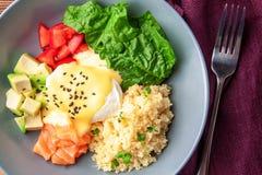 Vegetable обед шара Будды с семгами, сыром фета, кускус Стоковые Изображения RF