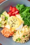 Vegetable обед шара Будды с семгами, сыром фета, кускус Стоковое Фото