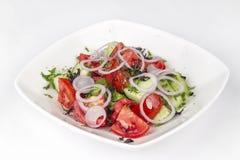 Vegetable салат от томатов, огурцов, луков и зеленых цветов Стоковое фото RF