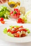 Vegetable салат с томатами вишни, моццарелла, зеленые цвета стоковое фото rf