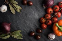 Vegetable смешивание на черной каменной таблице Стоковые Изображения RF