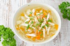 Vegetable суп с взглядом сверху цыпленка и петрушки Стоковые Изображения