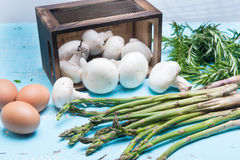 Vegetable box with mushrooms and sparagus Stock Photography