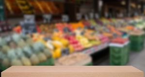 Vegetable market defocus background with wooden sheif Royalty Free Stock Photos