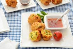 Vegetable Pakoras with tamarind chutney Royalty Free Stock Photos