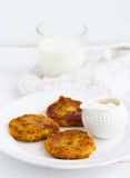 Vegetable patties. With sour cream for lunch Stock Photography