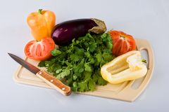Vegetables on chopping board Royalty Free Stock Images