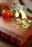 Vegetables on a chopping board Royalty Free Stock Images