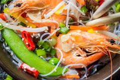 Vegetables served with prawns and noodles Royalty Free Stock Photography