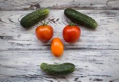 Vegetais úteis Vegetais maduros e saborosos na tabela Imagens de Stock