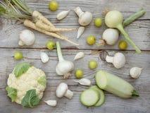 Vegetais brancos no fundo de madeira Fotografia de Stock Royalty Free