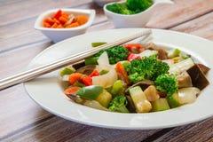 Vegetais chineses na placa fotografia de stock royalty free